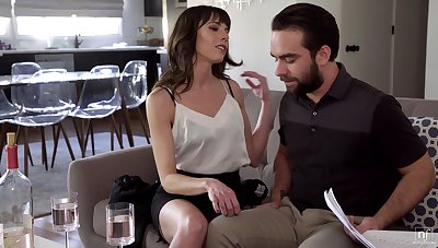 Married suppliant finally becomes Vera's lover and that MILF knows despite that all over fuck