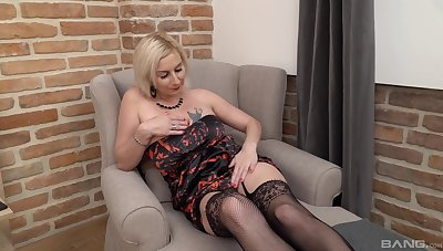 Horny grown up mommy Veronika Sindlerova drops on her knees to give a BJ