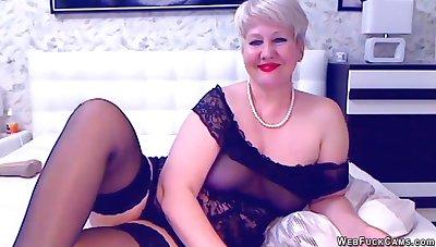Blonde grown-up bbw masturbates at bottom cam