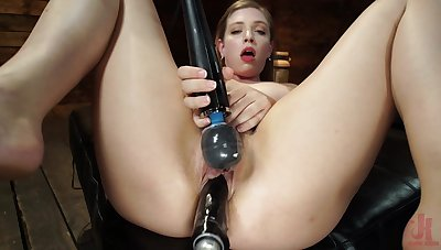 Solo babe uses huge fuck appliance for confess sexual respect