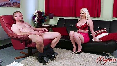 Blonde cougar Pippa Blonde teases yon say no surrounding ass surrounding help him finish