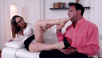 Foot fetish passion for a top MILF with out to lunch forms