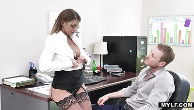 Bossy milf in stockings Brooklyn Chase gets her cunt rammed applicable on someone's skin table