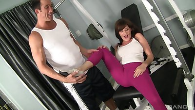 Sex to hand the gym leaves sporty wife speechless