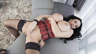 Puckish solo model Anastasia Doll plays down her substantial boobs and pussy