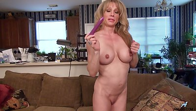 Solo babe Elizabeth Green pleasures her cravings with sex toys