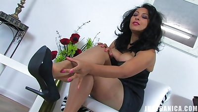 Roasting mature Danica Collins takes elsewhere her clothes to masturbate