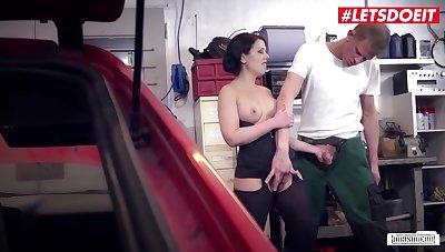 Dirty Mechanic Fucks Big Tits Secretary For Car Repairs